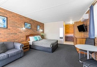 cathedral-inn-motel-bendigo-standard-queen-room-1024x682-landscape