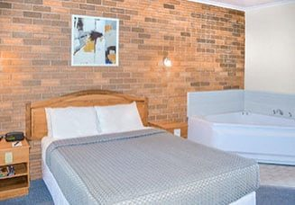 cathedral-inn-motel-bendigo-standard-queen-spa-landscape