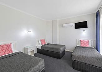 cathedral-inn-motel-bendigo-two-room-family-suite-3-single-bed-landscape